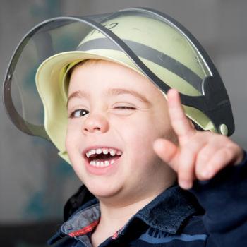 Kinderfotoshooting - Der lustige Feuerwehrmann